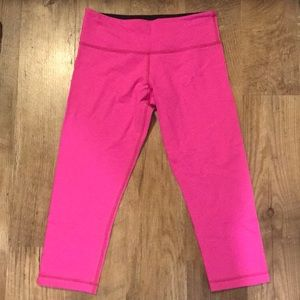 Lululemon cropped fuchsia leggings